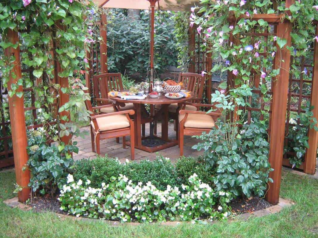 Landscaping With Trellis : Landscaping with garden trellis structures