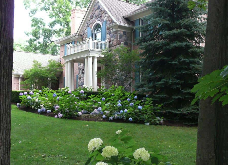Landscaping landscaping services mi for Landscape design michigan