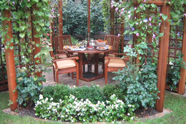 Outdoor Living:  Small Scale Garden Nook